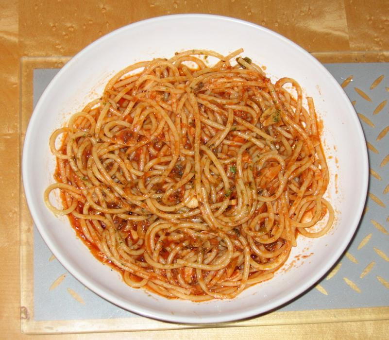 Image of Healthy Spaghetti with a Tomato and Seaweed Sauce